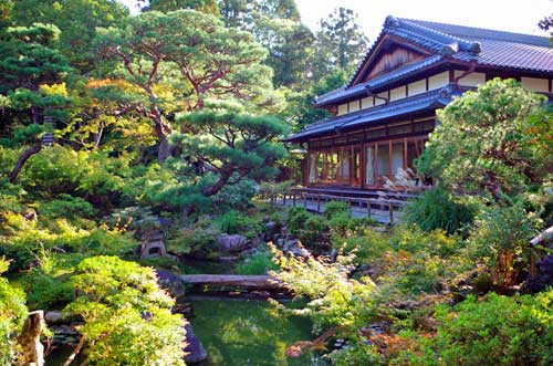 TAKE A LEISURE WALK AT YOSHIKIEN GARDEN AT NARA